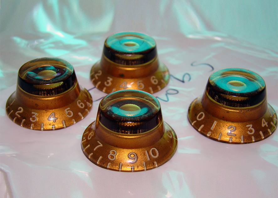 GOLD BONNET KNOBS 1957-60  Original Gibson 'Burst' knobs. A matched set almost certainly from the same guitar. Excellent condition with light oxidisation. No cracks or repairs or excessive wear.  Price: POA