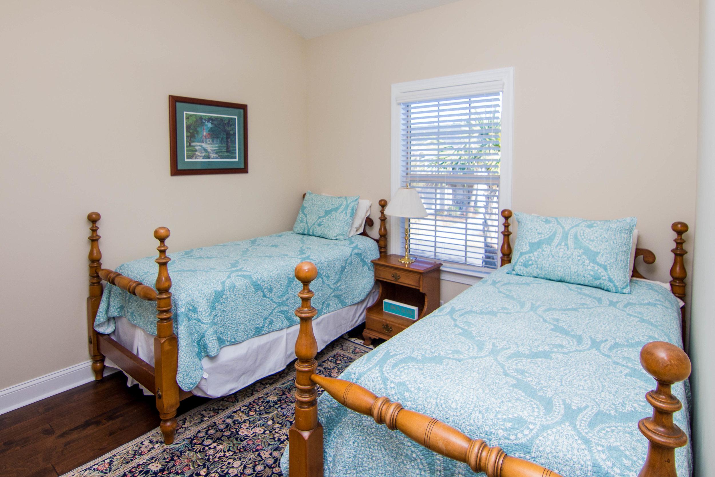 19 Twin Bedroom.jpg