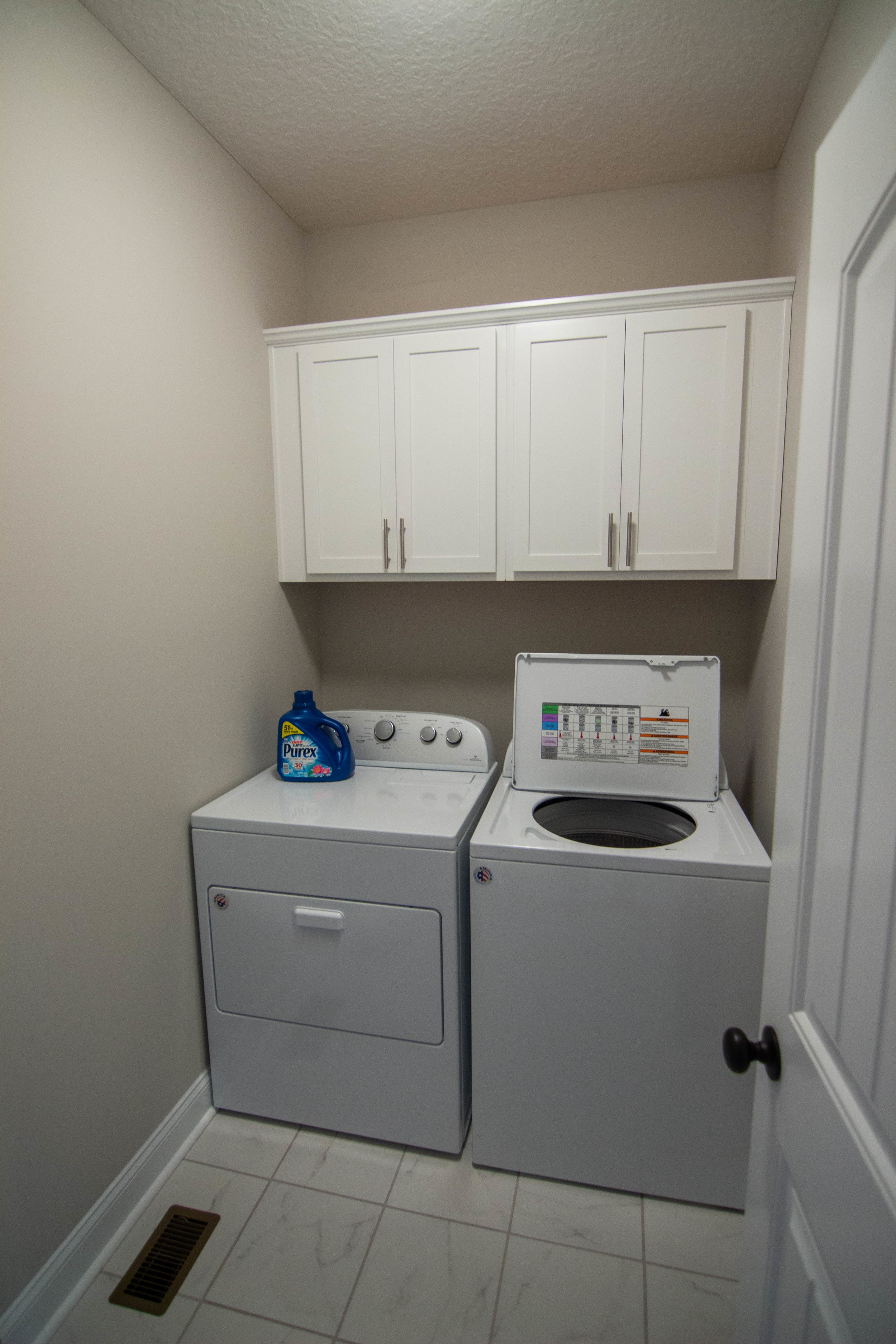 25 Washroom.jpg