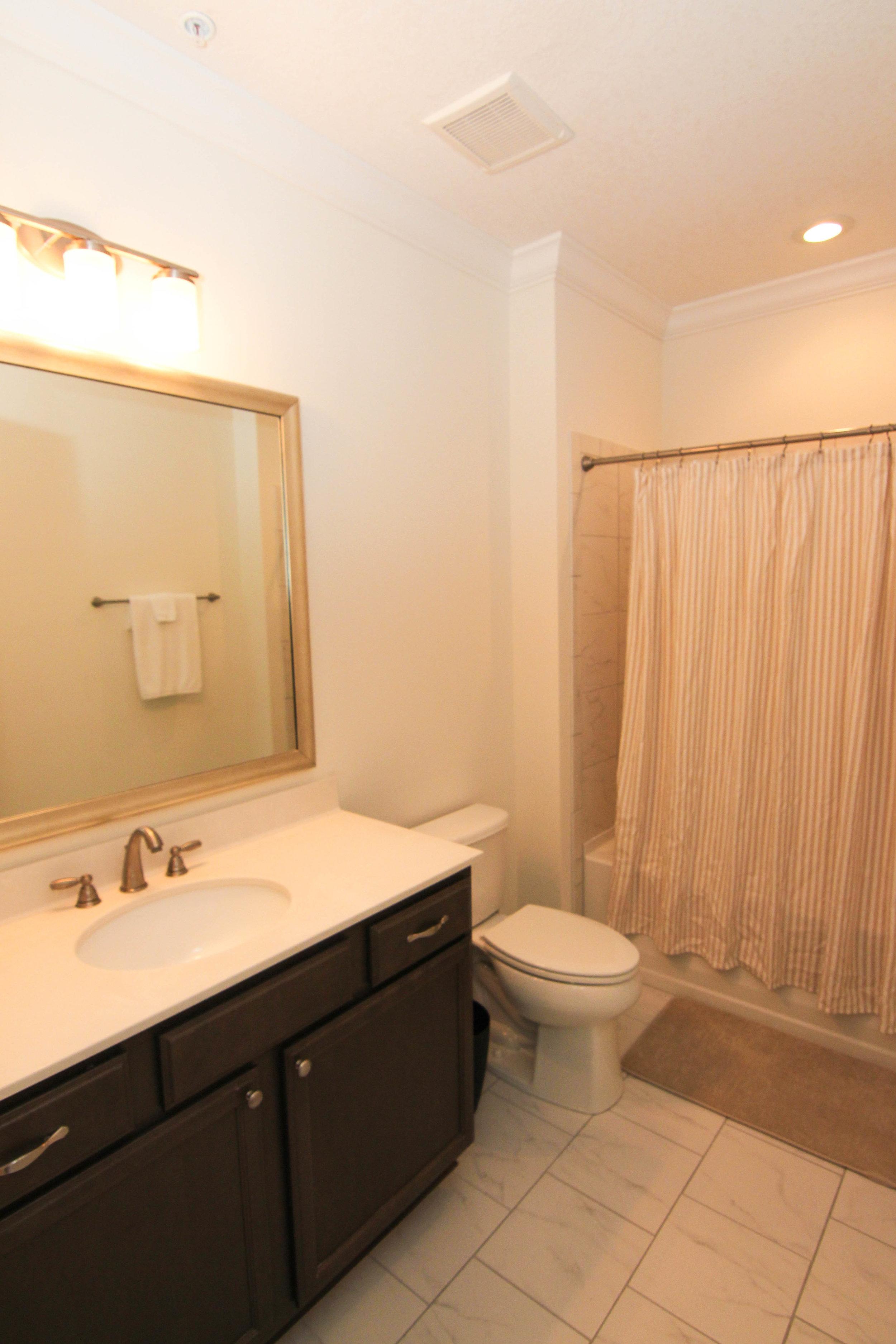 23 Bathroom 2.jpg