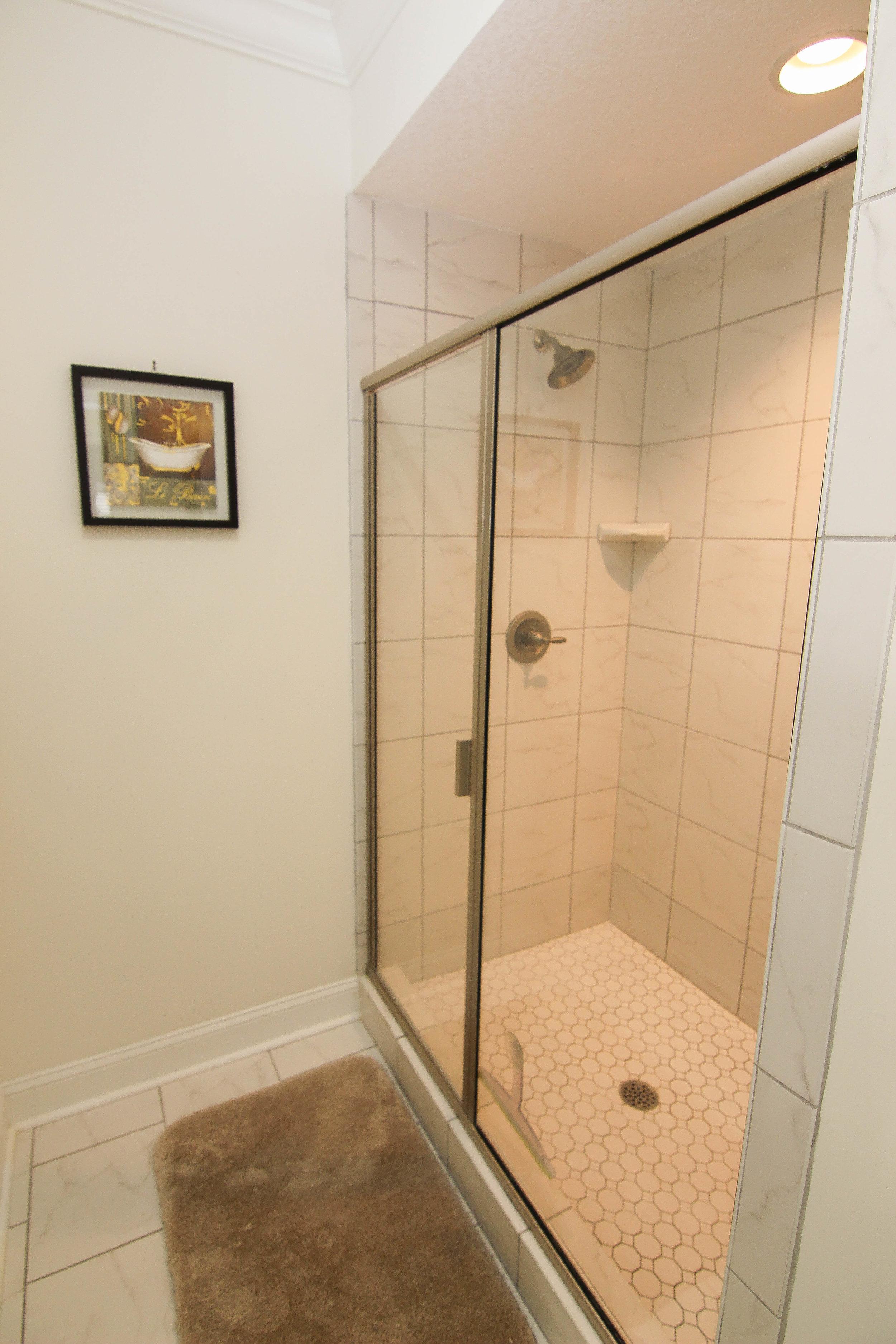 19 Master Bath.jpg