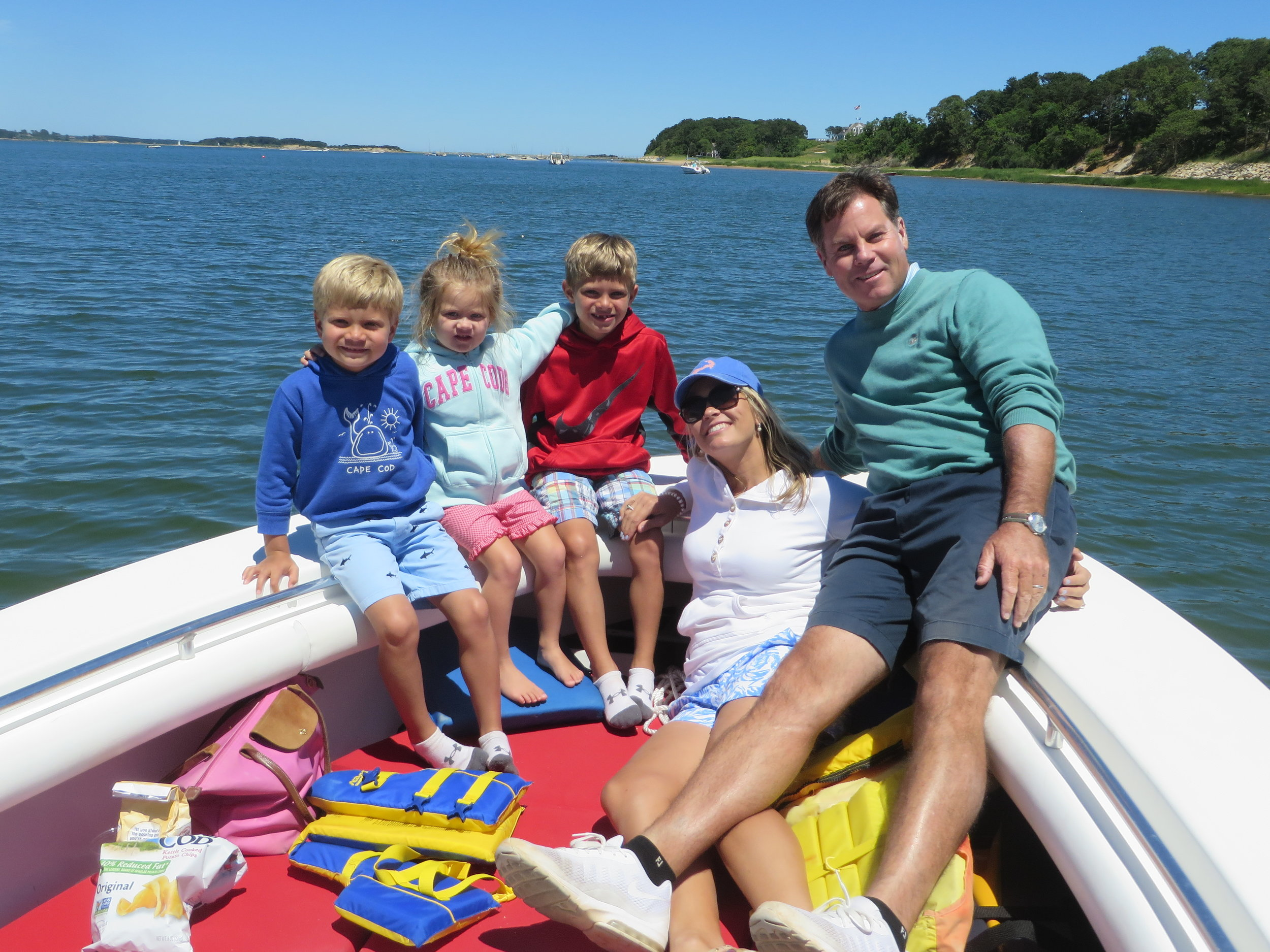Tom, Lianne and family from Florida enjoy their tour snack and drink stop. Another great Cape Cod day.