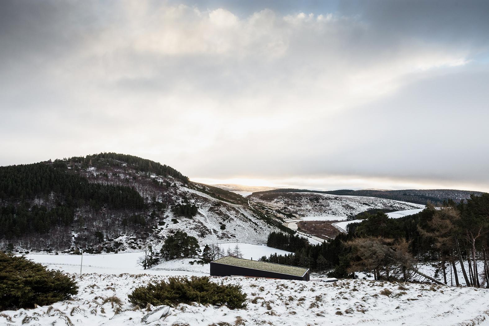 cabin, modern, house, grass, landscape, context, scotland, highlands, rural, cairngorms