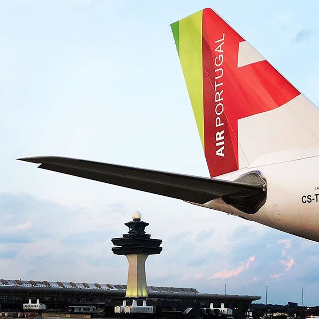 @tapairportugal just inaugurated nonstops from @dulles_airport to @lisbon with easy connections onward. They've also added other US gateways including @flyohare and @flysfo #portugal #flying #airline
