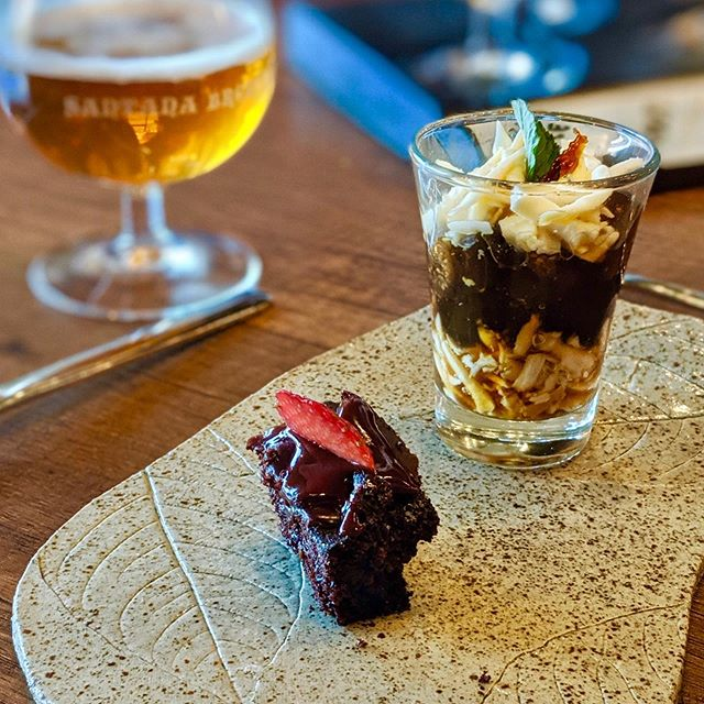Enjoying dessert with my beer at the Santana Tasting Lounge in Quito. Great place to gather with a group of friends.  Great menu. #craftbeer #dessert #craftbrewery