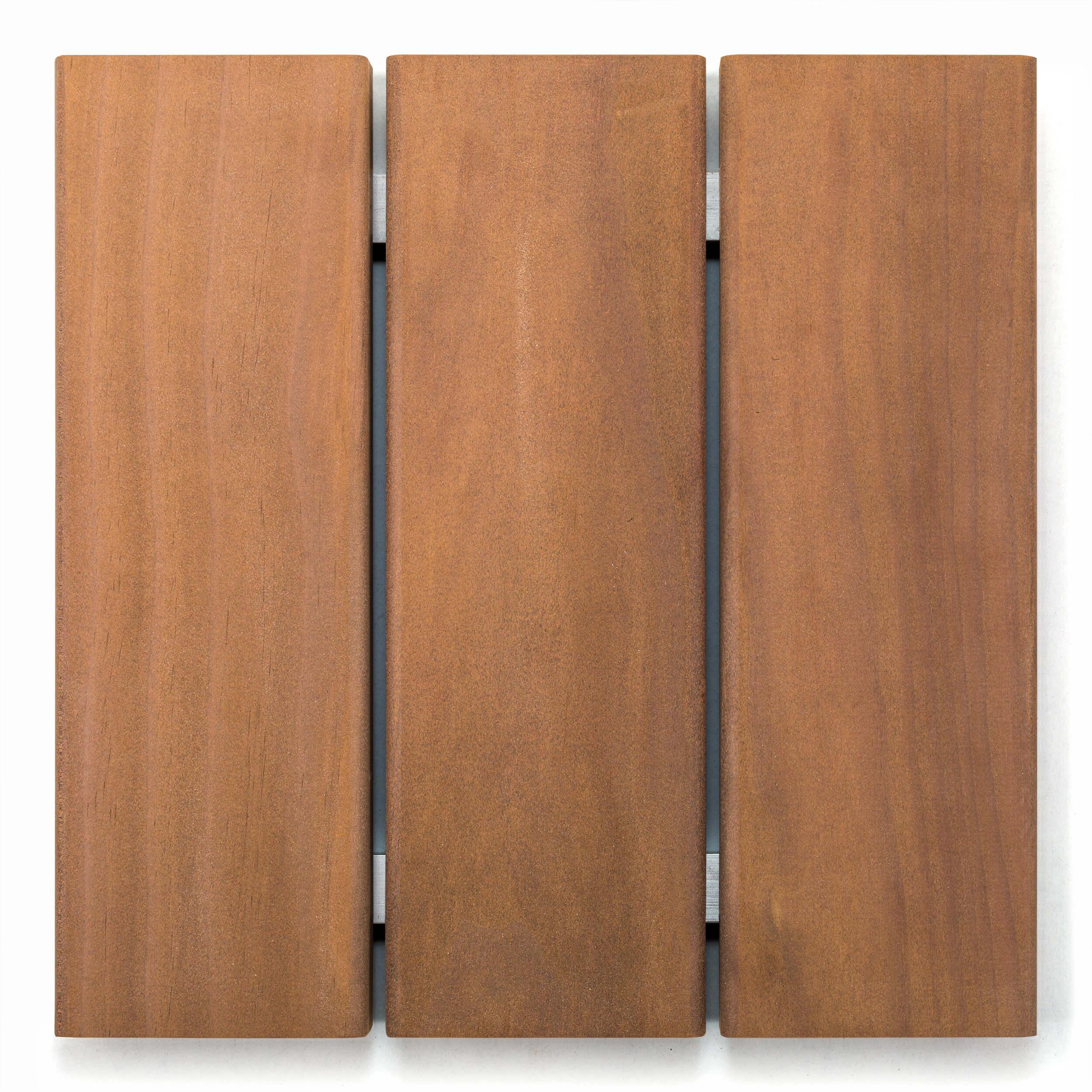 Kennen sie schon Kebony? - Kebony besticht durch eine samtig anmutende Oberfläche. Kebony Clear wird aus FSC®-zertifizierter Pinus Radiata (Kiefernart)hergestellt, die mit einer biologischen Flüssigkeit behandelt wurde.