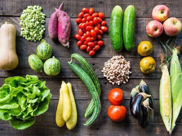 Farmhouse-Delivery-vegetable-bushel-August-fall-2015_130804.jpg