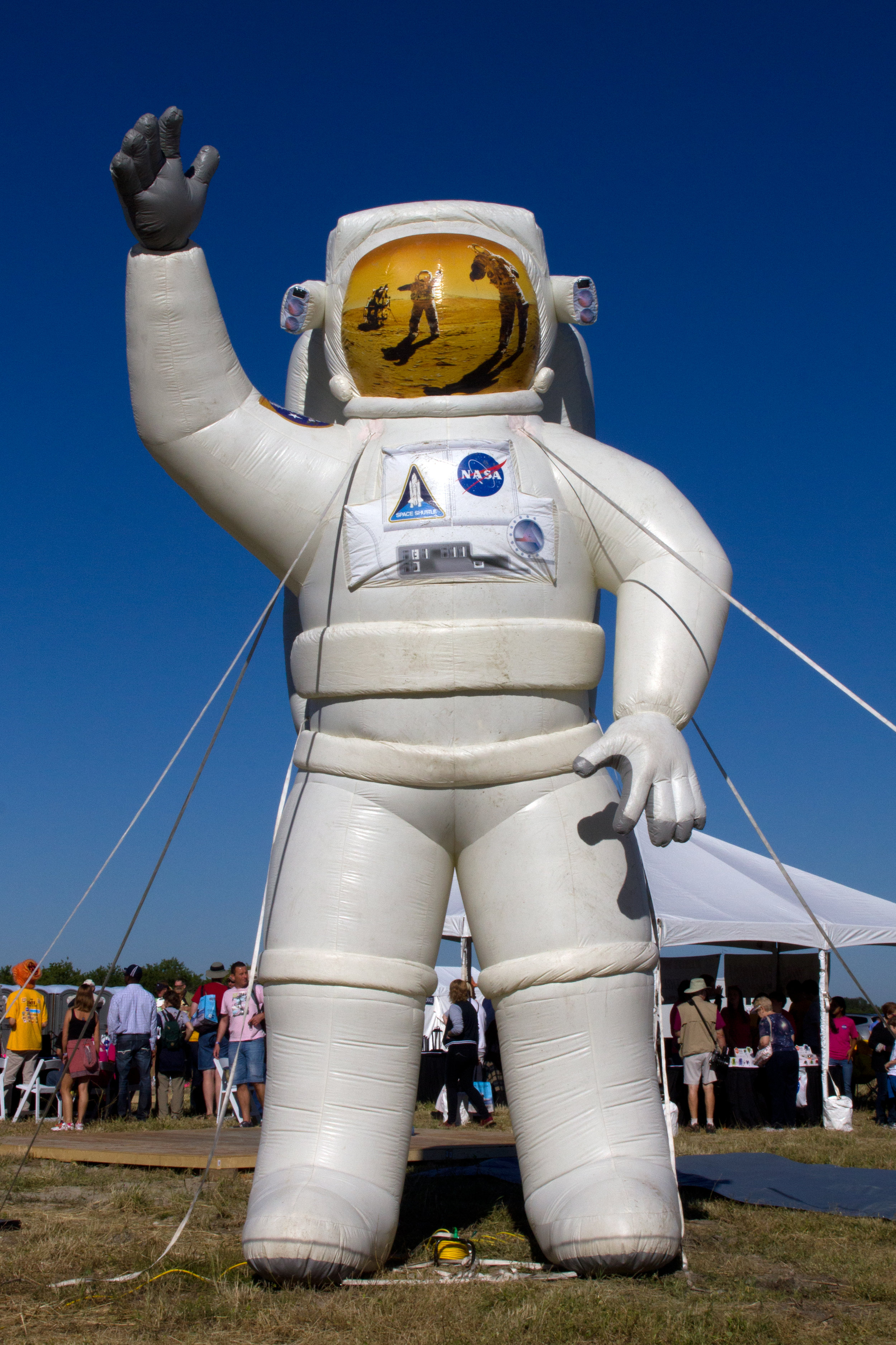 giant-inflatable-spaceman