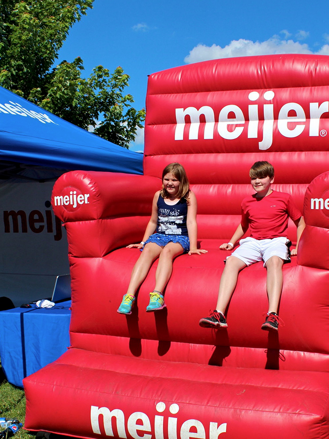 Giant-Inflatable-chair