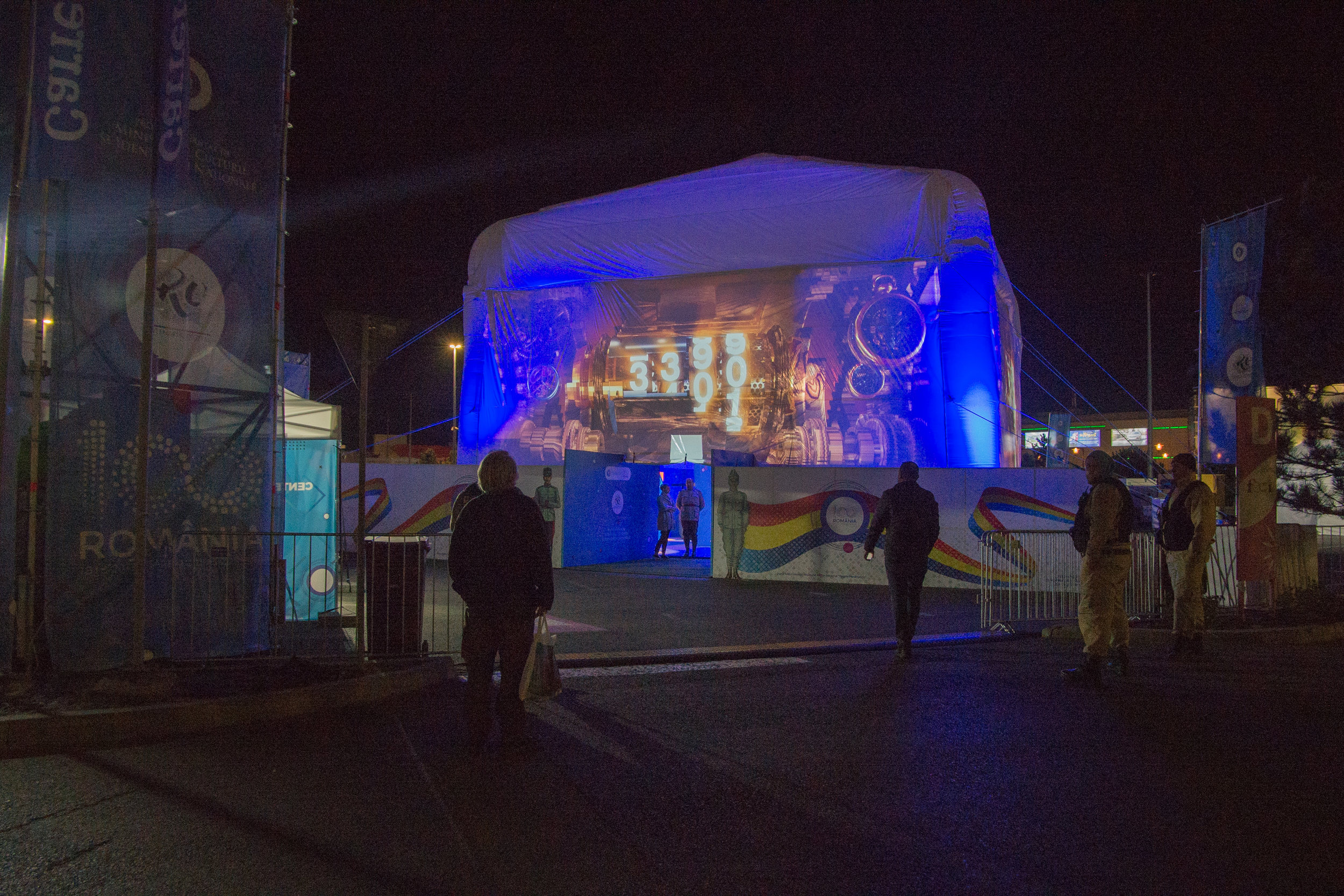 Giant-Inflatable-Projection-Cube.jpg