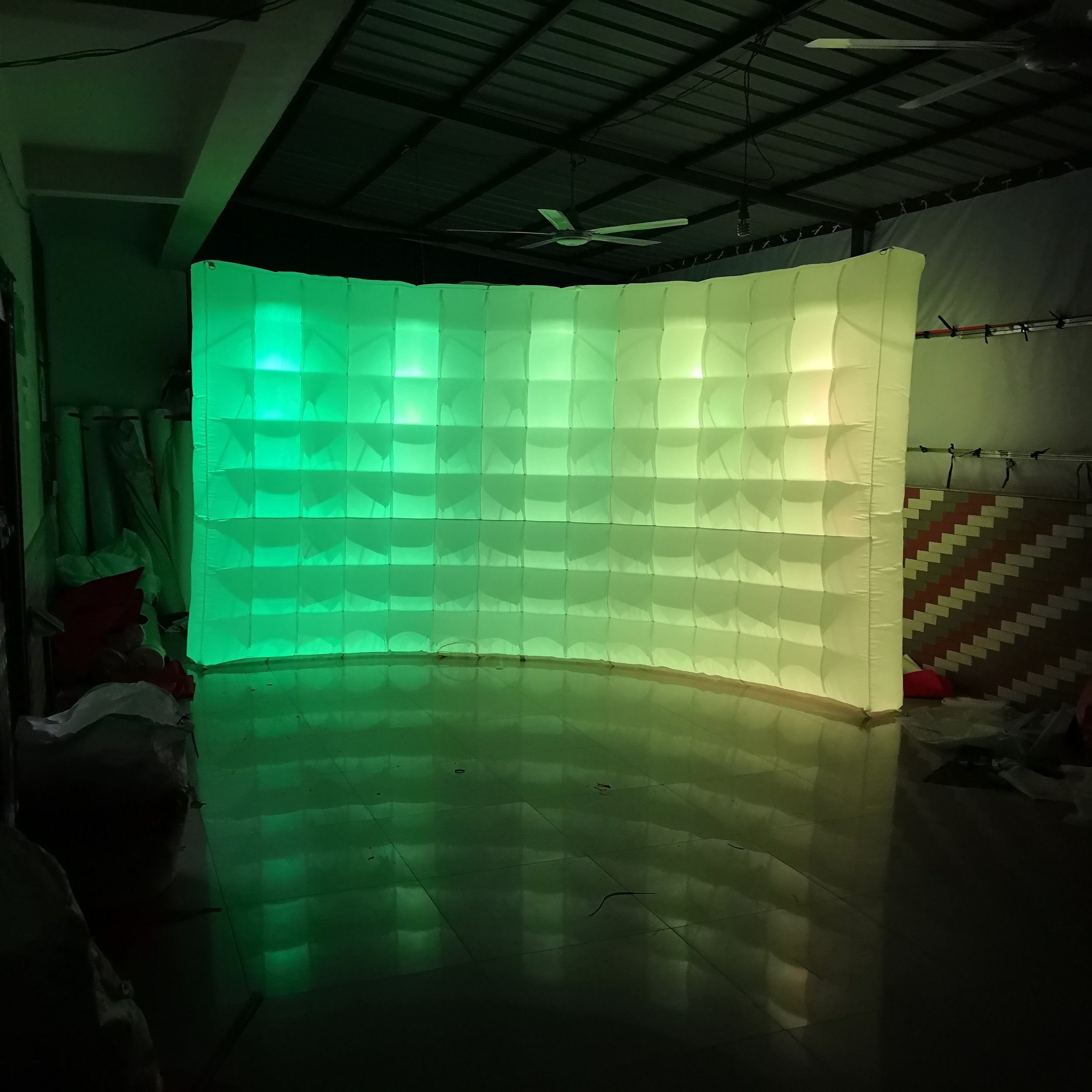 Curved-Inflatable-Wall