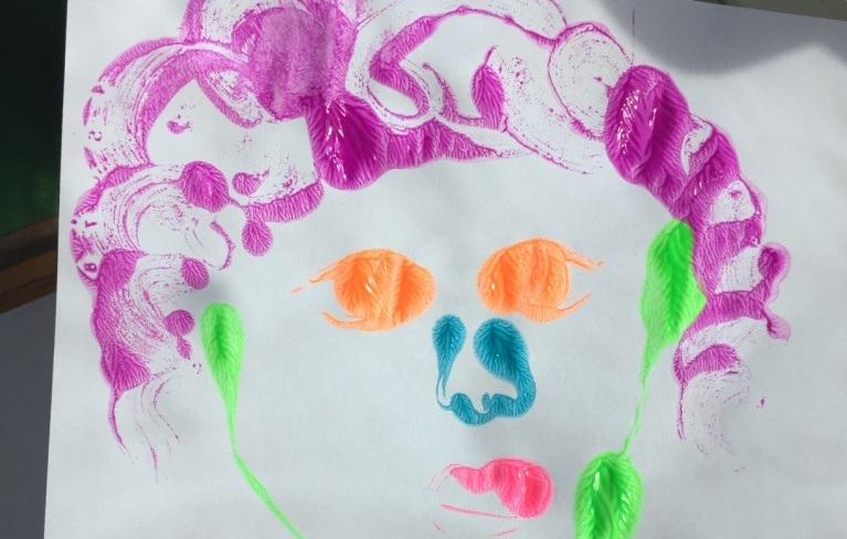 artogether-refugee-face-print-craft-1.jpg