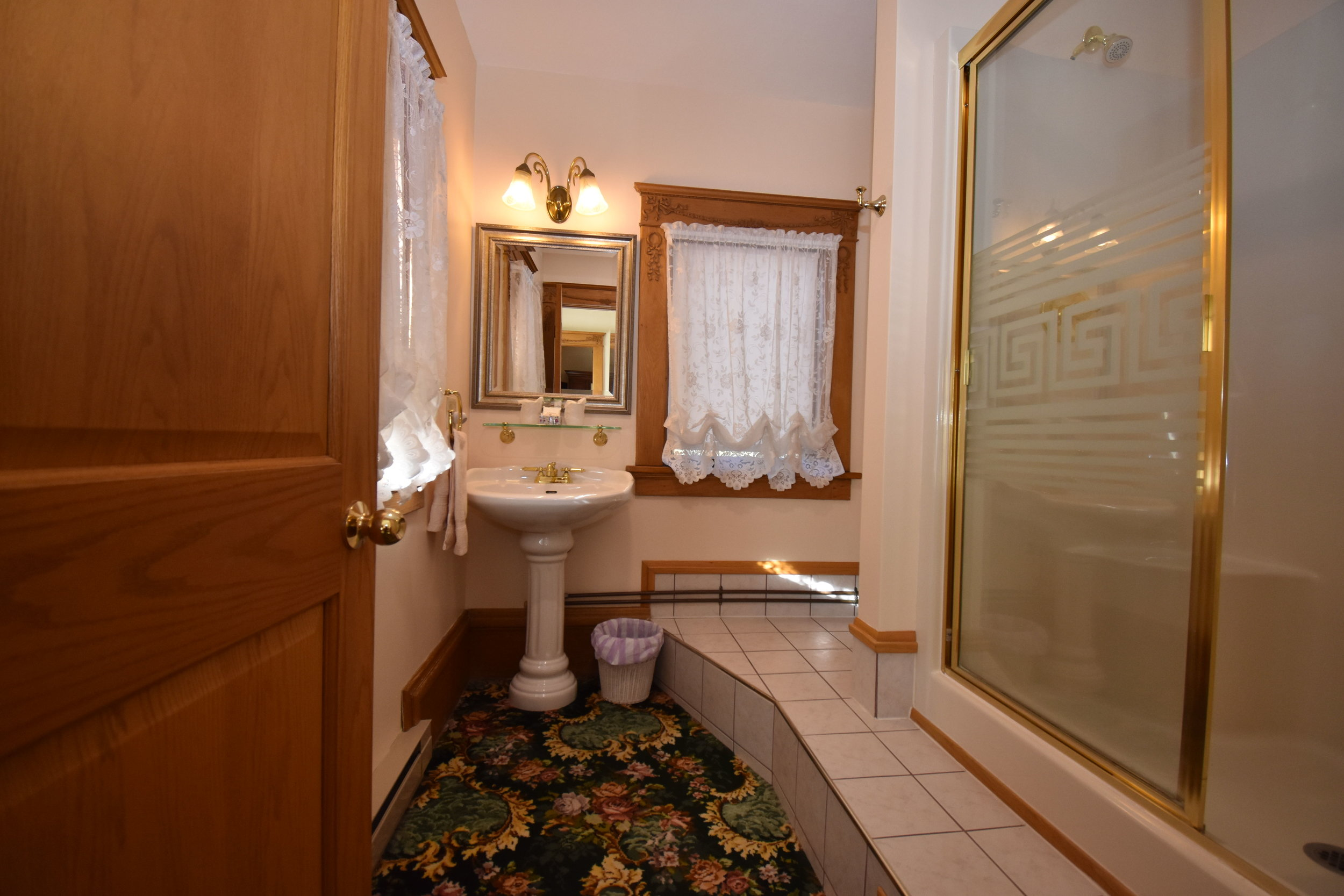 Bathroom with 2 person shower