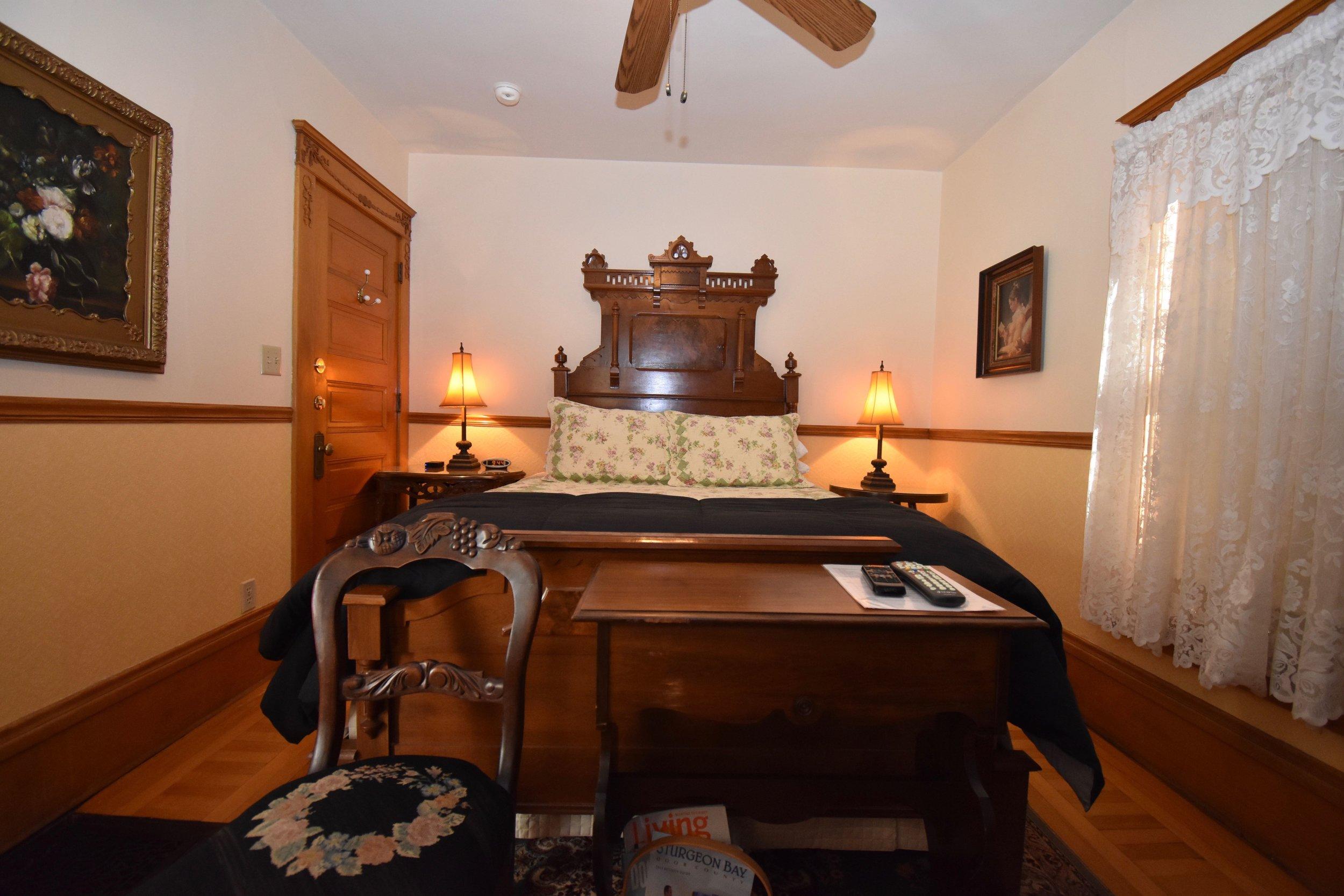 Eastlake Queen Bed