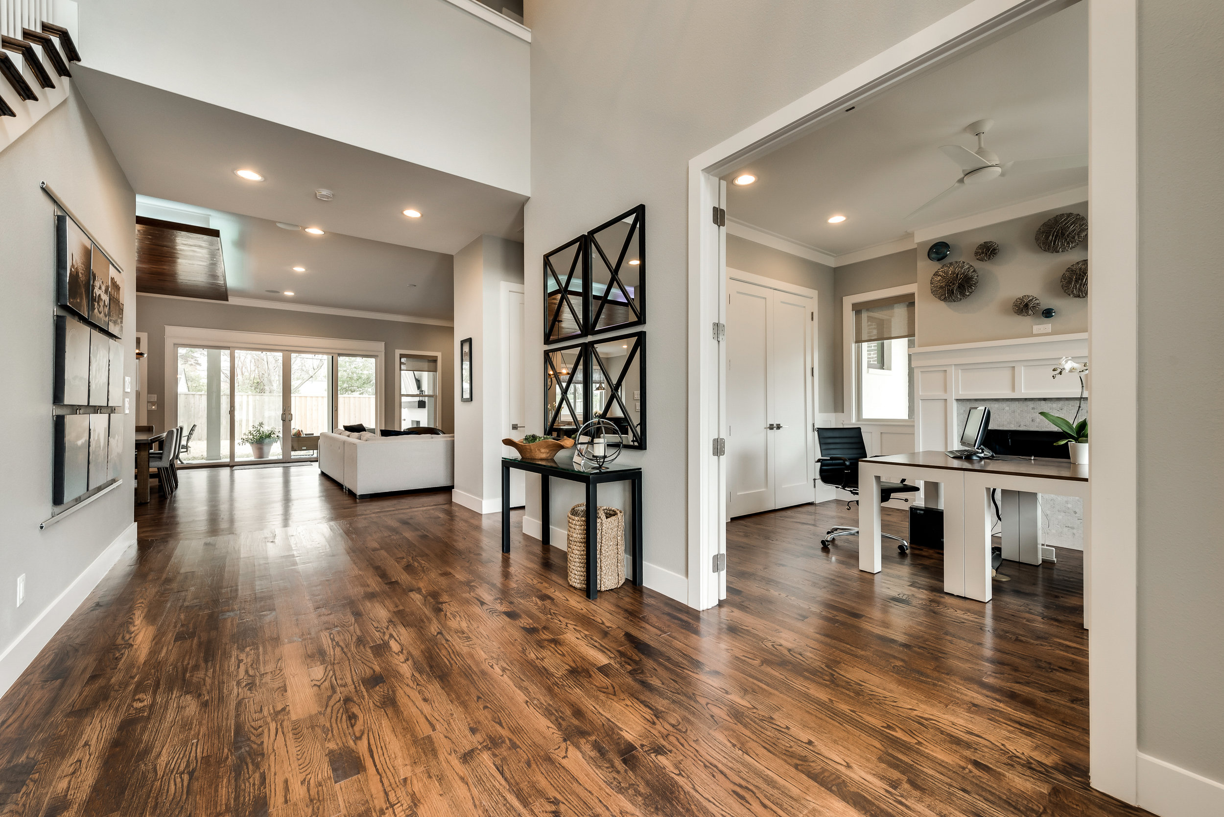 I'm a huge fan of contrast in a space and the white and dark here is no exception!