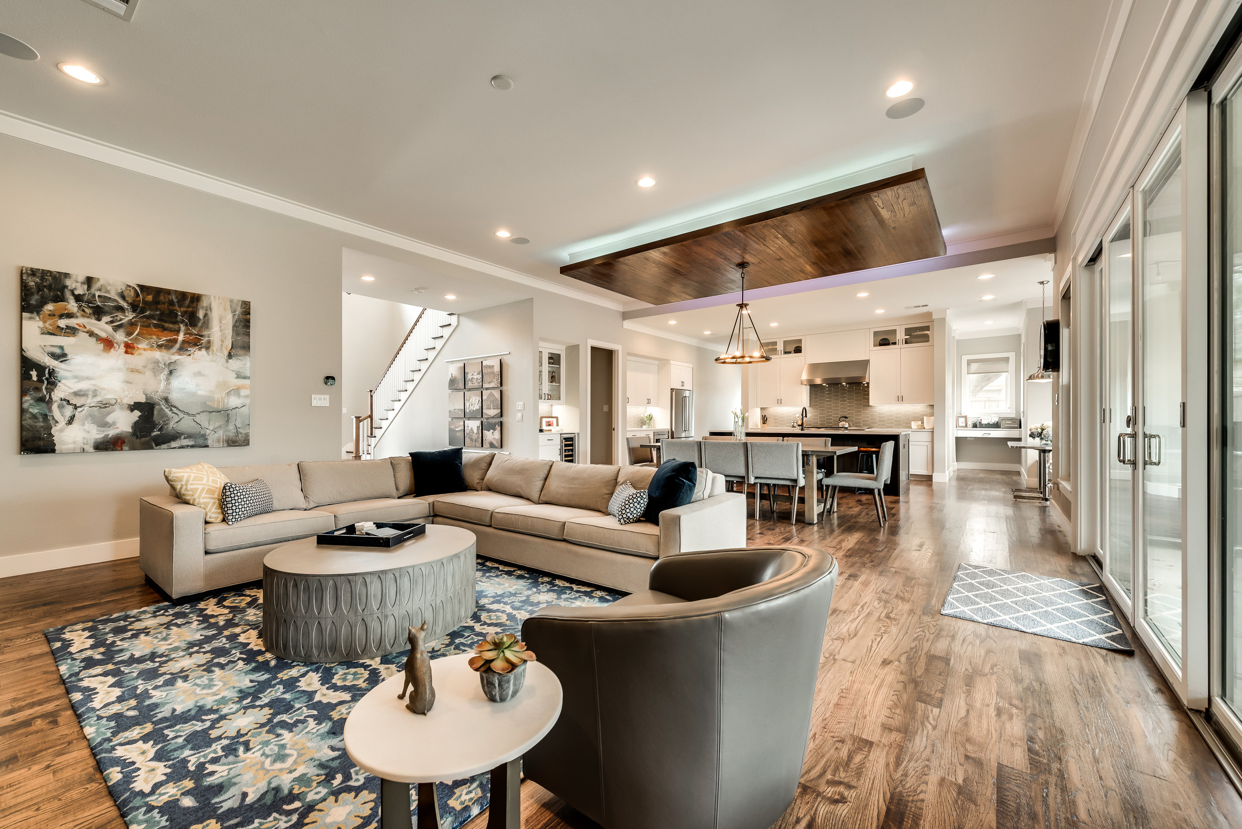 Colorful and warm, this space is perfect for entertaining or cuddling on the sofa.