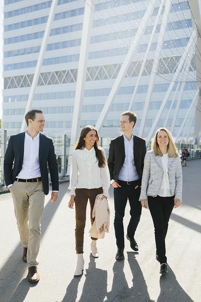 Sobro - Om bolaget: Vår vision är att vara en engagerad ägarpartner åt framtidens företag. Vi stöttar entreprenörer och ledningar att utveckla sina företag till att bli ännu bättre.Mitt uppdrag: Att komma ifrån stela porträtt på män & kvinnor i kostym. Att visa den glädje & nyfikenhet som finns i bolaget.