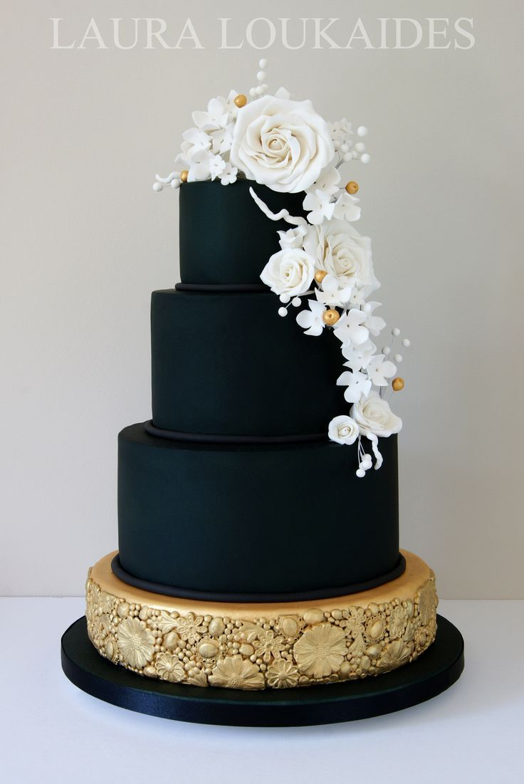 Laura Loukaides - We saw so many variations of this lovely and elegant design by Laura Loukaides during our pinterest search for black cakes. This one is a serious trend-setter!