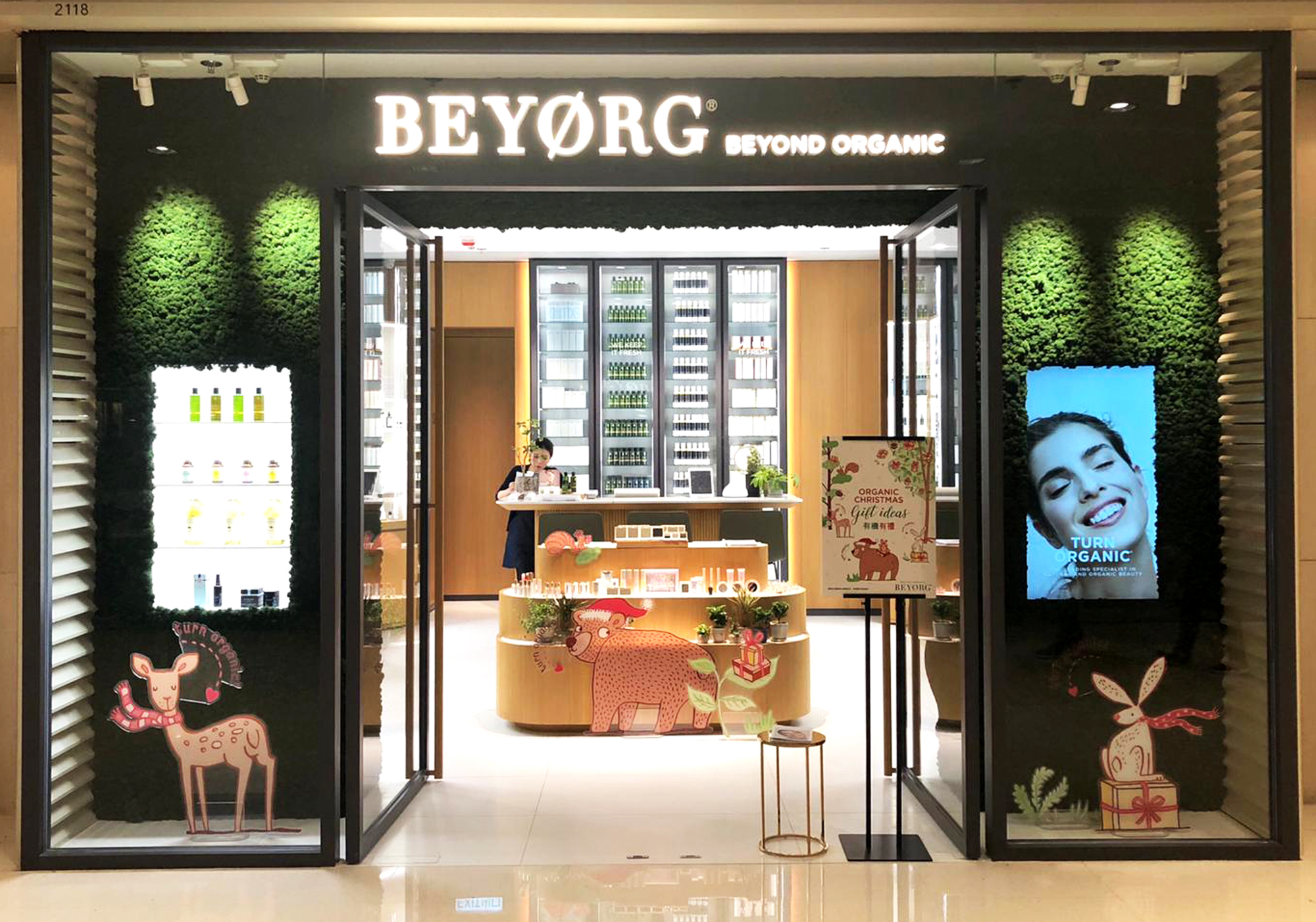 BEYORG cosmetic store Christmas display