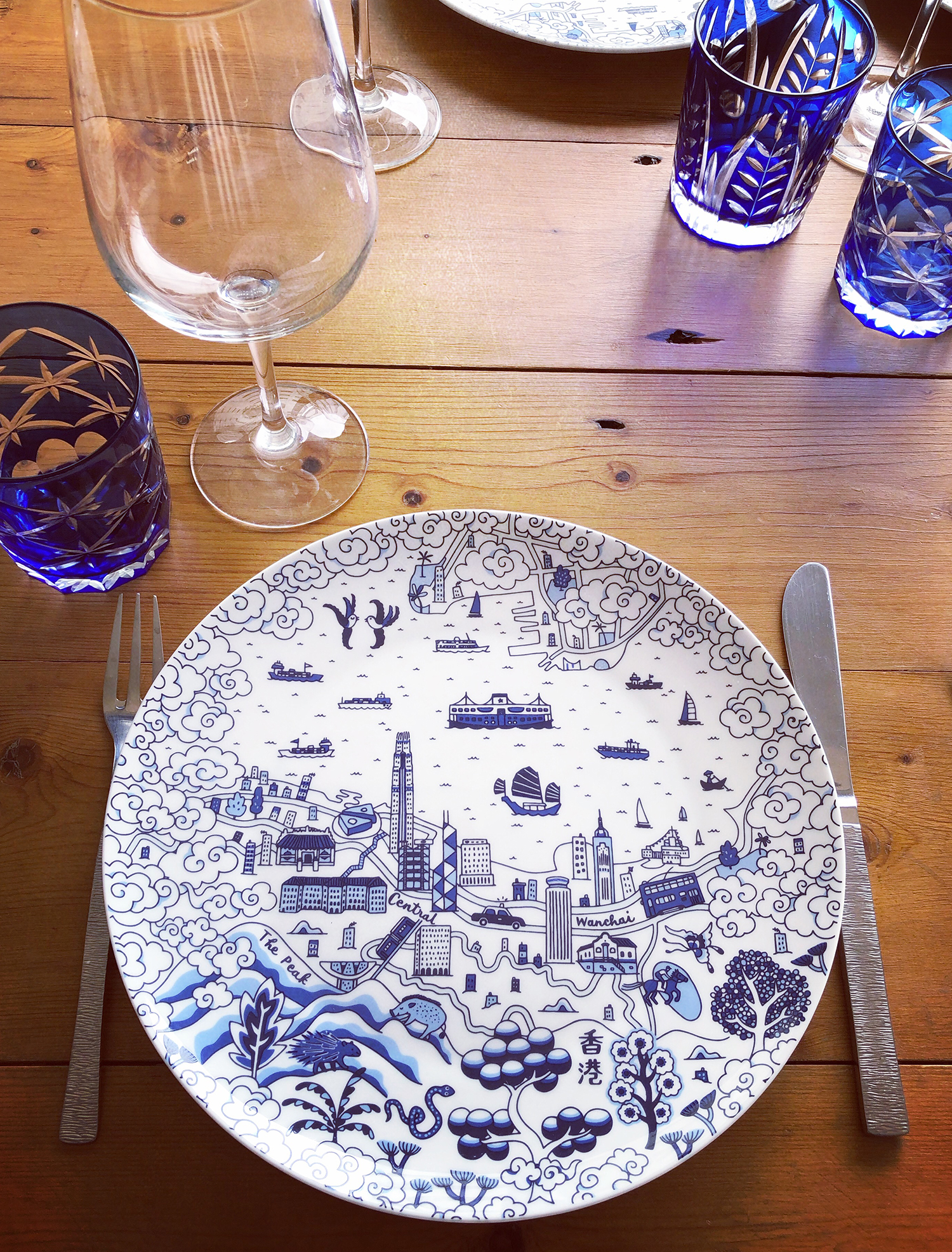 HK willow pattern blue plate