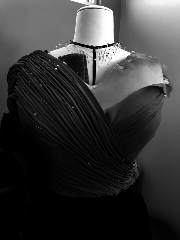 maison-de-rossi-blog-from-a-dream-to-reality-dress-front-drape-preperation-2-b&w.png