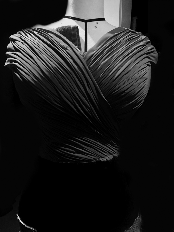 maison-de-rossi-blog-from-a-dream-to-reality-dress-front-drape-b&w.png