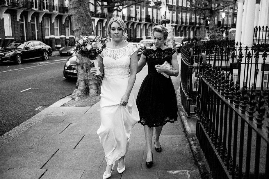 MAISONdeROSSI-blog-real-weddings-Emma-bride-walking-photo.jpg