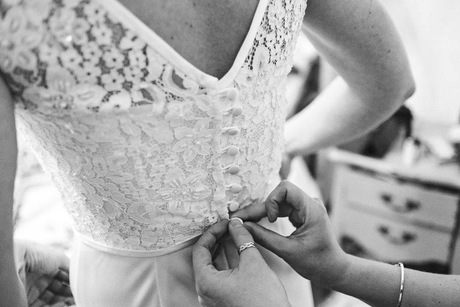 MAISONdeROSSI-blog-real-weddings-Emma-wedding-dress-buttons-photo.jpg