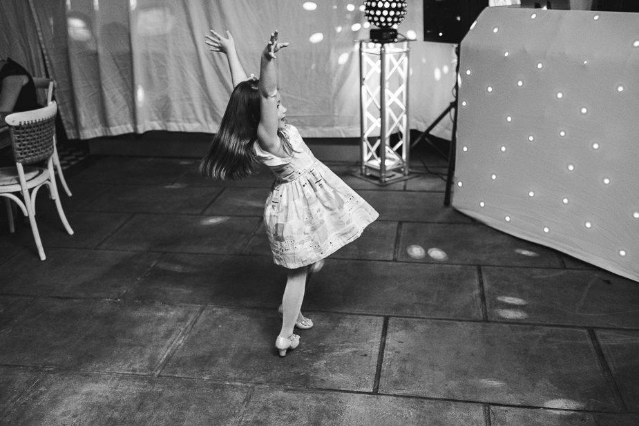 MAISONdeROSSI-blog-real-weddings-Emma-dancing-child-photo.jpg