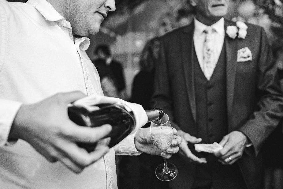 MAISONdeROSSI-blog-real-weddings-Emma-reception-champagne-photo (2).jpg