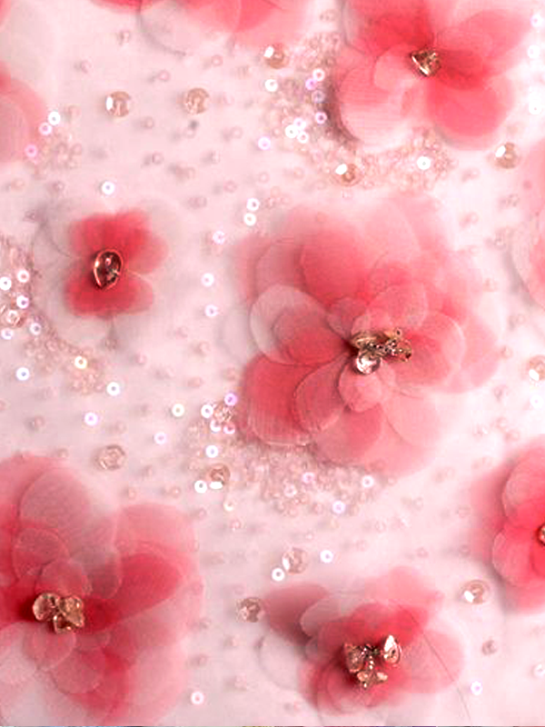 MAISONdeROSSI-be-inspired-blog-bouquets-of-pearls-and-thread-chiffon-flower-and-sequin-embroidery.png