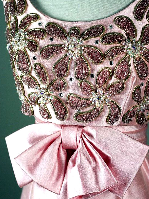 MAISONdeROSSI-be-inspired-blog-bouquets-of-pearls-and-thread-1950s-vintage-embroidery.png