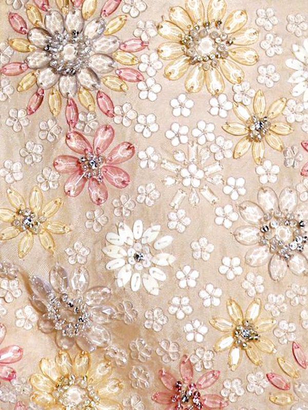 MAISONdeROSSI-be-inspired-blog-bouquets-of-pearls-and-thread-alexander-mcqueen-embroidery.png