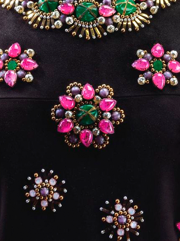 MAISONdeROSSI-be-inspired-blog-bouquets-of-pearls-and-thread-claude-montana-embroidery.png