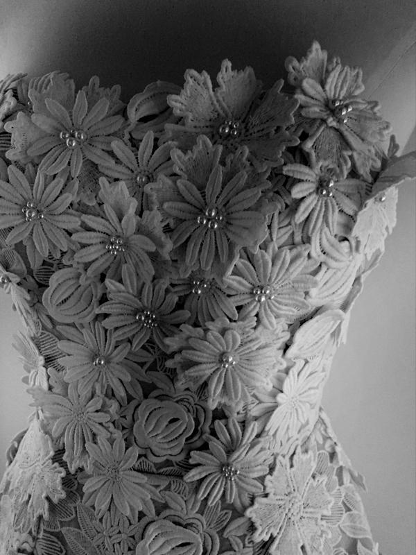 maisonderossi-vintage-bride-magazine-vintage-wedding-fair-sydney-2018-jardin-de-luxemberg-gown-lace-detail.png