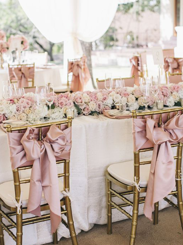 maison-de-rossi-blushing-bride-wedding-blog-formal-theme-dining-setting-with-bows.png