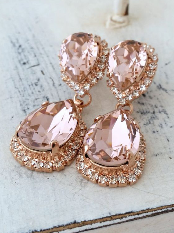 maison-de-rossi-blushing-bride-wedding-blog-formal-theme-wedding-jewelry-crystal-drop-earrings.png