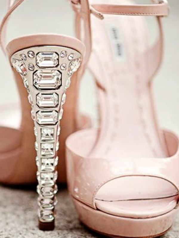 maison-de-rossi-blushing-bride-wedding-blog-formal-theme-wedding-shoe-crystal-heel.png
