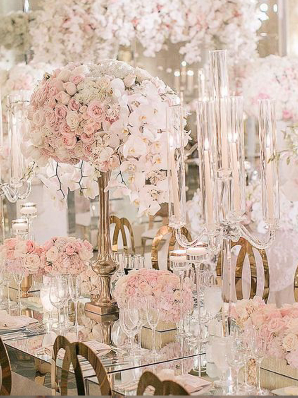 maison-de-rossi-blushing-bride-wedding-blog-formal-theme-wedding-table-centrepiece-flowers-and-crystal.png