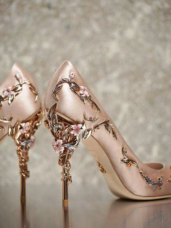 maison-de-rossi-blushing-bride-wedding-blog-formal-wedding-satin-wedding-shoe-with-jewels.png