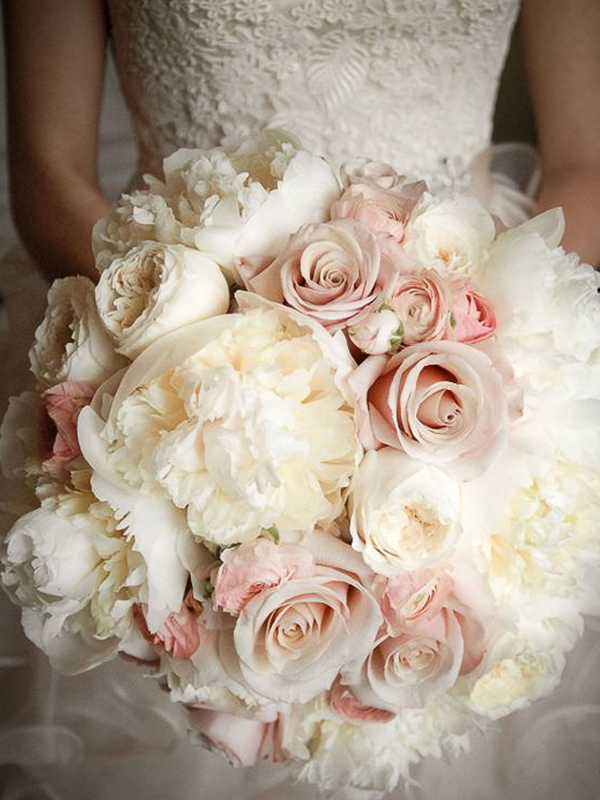 maison-de-rossi-blushing-bride-wedding-blog-formal-wedding-wedding-bouquet.png