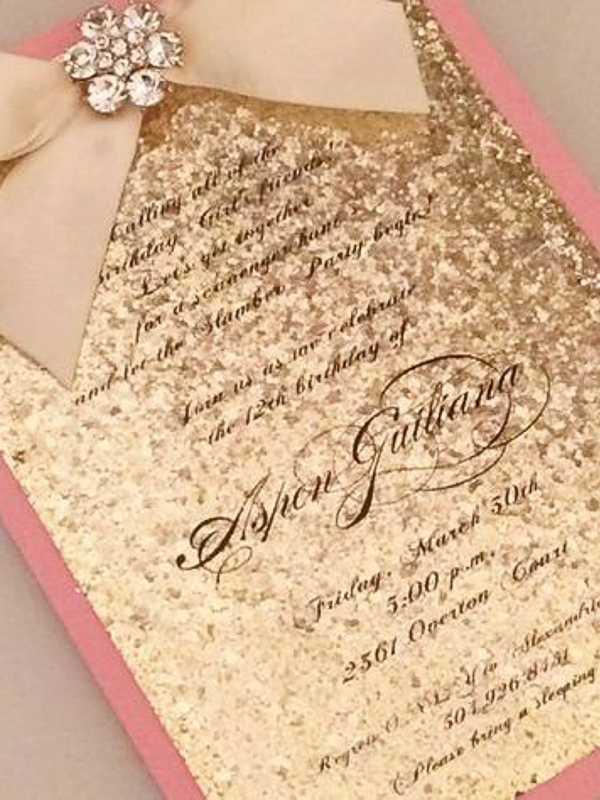 maison-de-rossi-blushing-bride-wedding-blog-formal-wedding-wedding-invitation-in-gold-glitter.png
