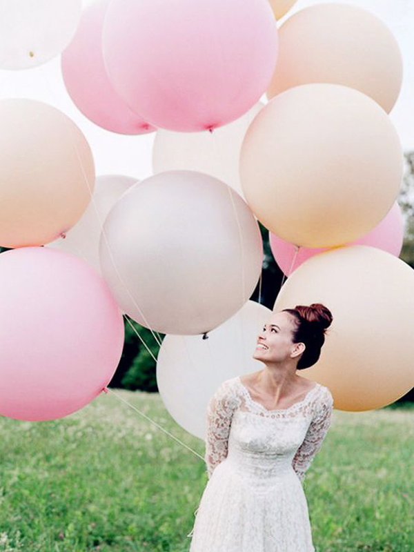 maison-de-rossi-blushing-bride-blog-colour-story-blush-garden-wedding-blush-baloon-bouquet.png