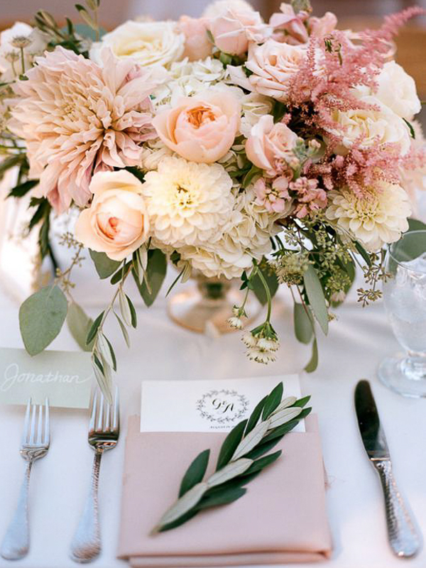maison-de-rossi-blushing-bride-blog-colour-story-blush-garden-wedding-balloon-wild-flower-table-setting.png