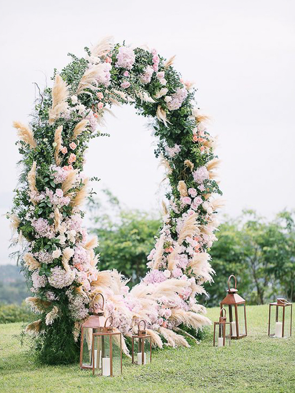 maison-de-rossi-blushing-bride-blog-colour-story-blush-garden-wedding-flower-covered-wedding-donut.png