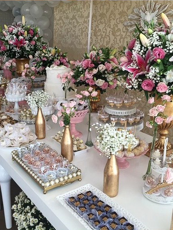 maison-de-rossi-blushing-bride-blog-colour-story-blush-garden-wedding-dessert-table-with-vases.png