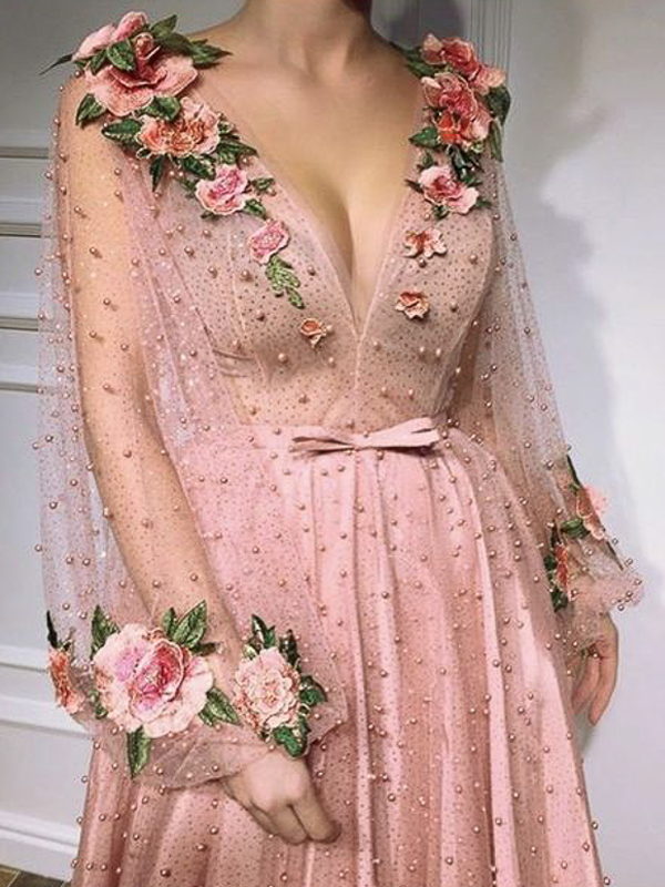 maison-de-rossi-blushing-bride-blog-colour-story-blush-garden-wedding-flower-embroidery-wedding-gown.png