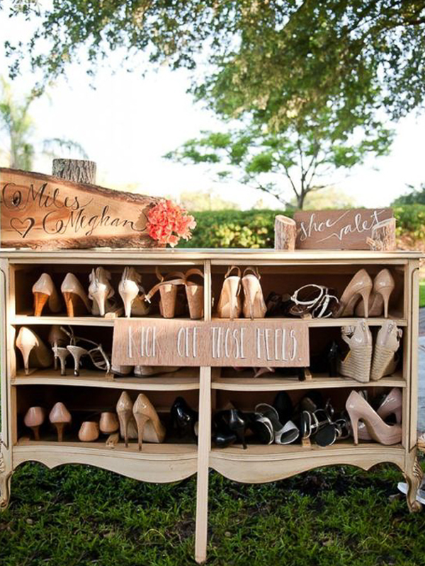 maison-de-rossi-blushing-bride-blog-colour-story-blush-garden-wedding-shoe-valet.png