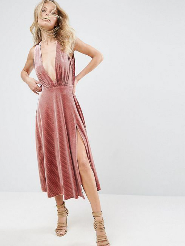 maison-de-rossi-blushing-bride-blog-colour-story-blush-rustic-wedding-velvet-bridesmaid-dress.png