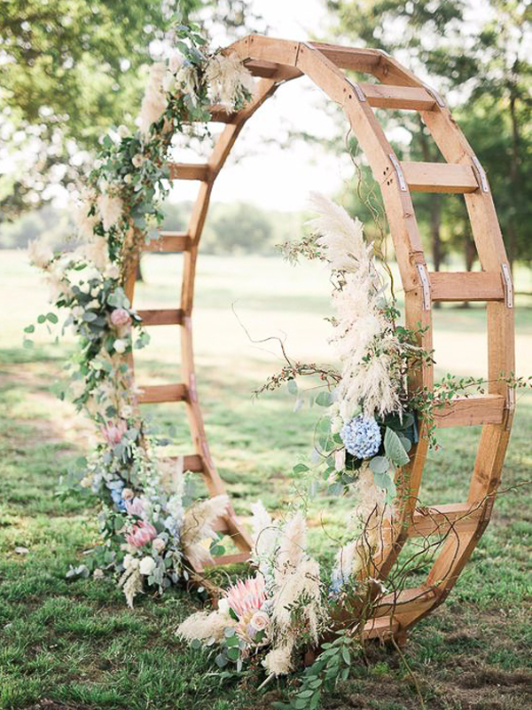 maison-de-rossi-blushing-bride-blog-colour-story-blush-rustic-wedding-flower-wheel.png